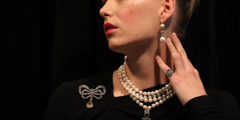 Bijoux et cheveux de Marie-Antoinette aux enchères à Genève