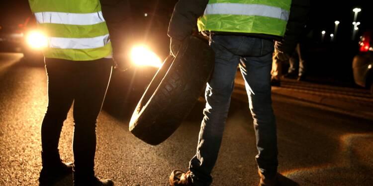 """""""Gilets jaunes"""": plus de 400 personnes blessées, dont 14 gravement selon Castaner"""