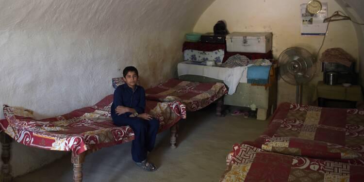 """La grotte, """"antisismique et résistante aux bombes"""": des Pakistanais heureux d'être troglodytes"""