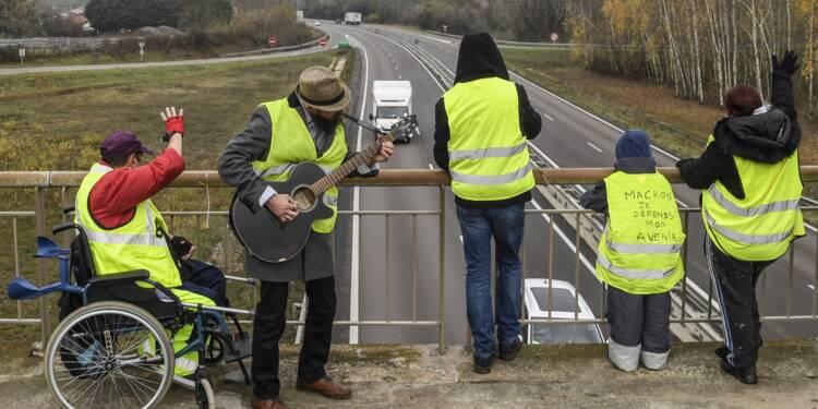 """""""Gilets jaunes"""": la mobilisation s'essouffle avant """"l'acte 2"""" samedi à Paris"""
