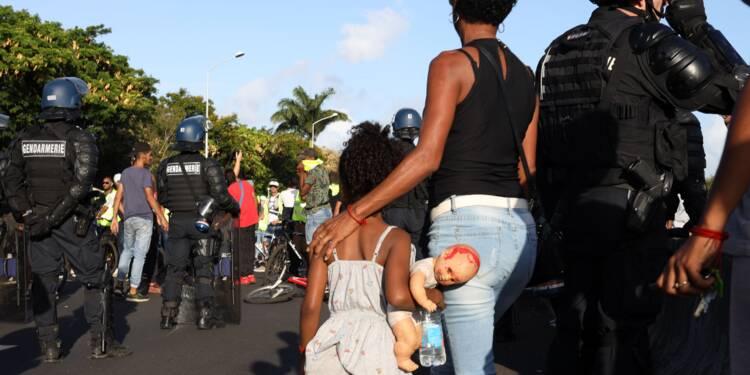 """""""Gilets jaunes"""": deuxième nuit plus calme à la Réunion, le couvre-feu prolongé"""
