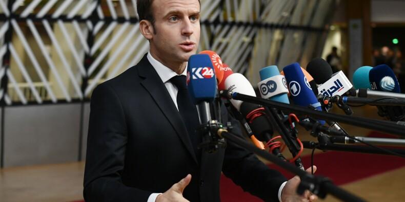 """""""Gilets jaunes"""": Macron veut répondre aux """"classes laborieuses"""""""