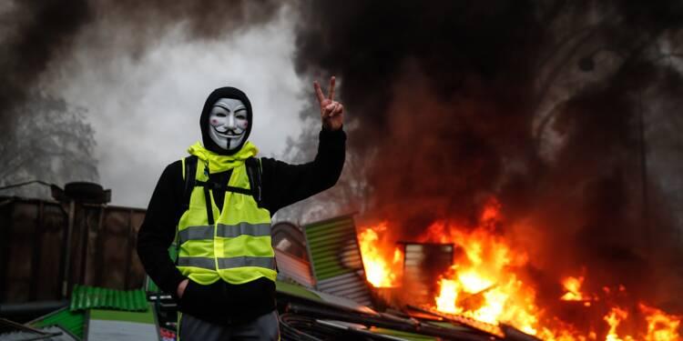 """""""Gilets jaunes"""": un mouvement qui dure au risque de faire souffrir l'économie"""