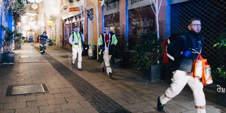 """Fusillade sur le Marché de Noël de Strasbourg: deux morts et treize blessés, le tireur """"identifié"""" en fuite"""