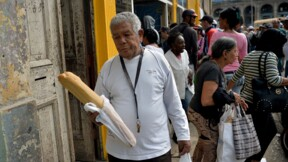 """""""Il y a du pain?"""": à Cuba, le manque de farine met la patience des habitants à rude épreuve"""