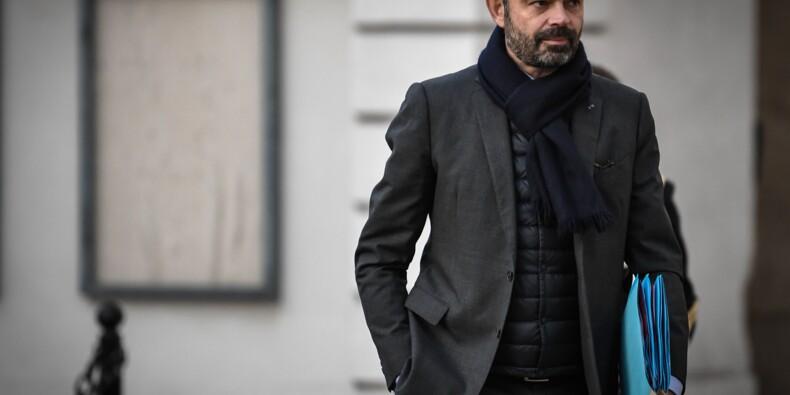 """Le gouvernement annonce une hausse de 100 euros du salaire au niveau du Smic dès le """"5 février"""""""