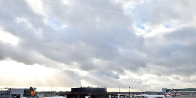 """L'aéroport de Gatwick annonce sa réouverture pour un """"nombre limité"""" de vols"""