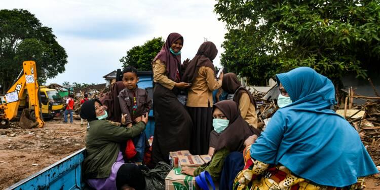 Indonésie: les survivants du tsunami manquent d'eau et de médicaments