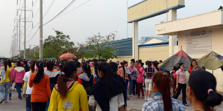 """Cambodge: Hun Sen accuse l'UE de prendre son pays """"en otage"""" avec la menace de taxes douanières"""