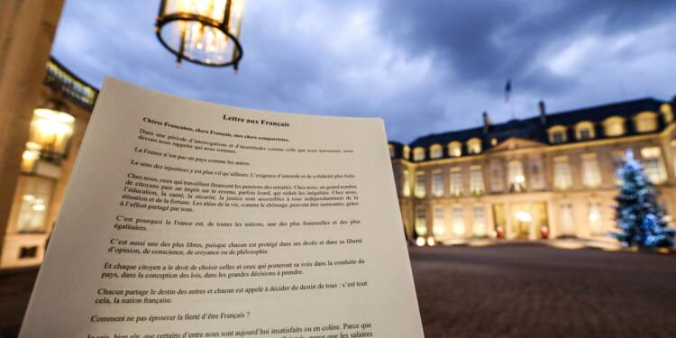 """""""Gilets jaunes"""": Macron appelle les Français sceptiques à un grand débat"""