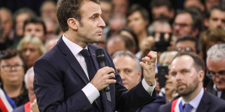 """Devant les maires normands, Macron annonce un grand débat sans """"tabou"""""""