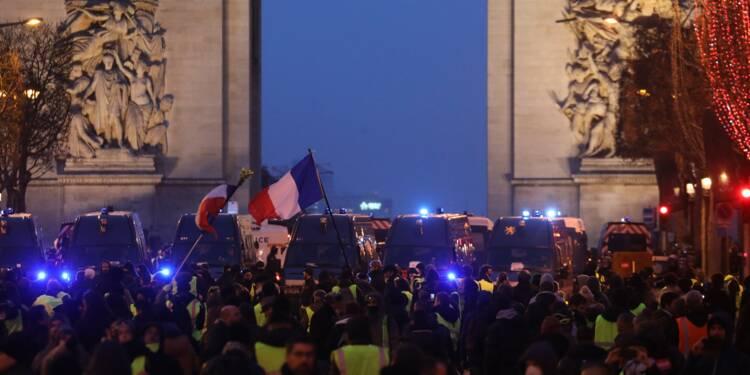"""Les """"gilets jaunes"""" ne devraient pas priver la France d'un record de touristes en 2018"""