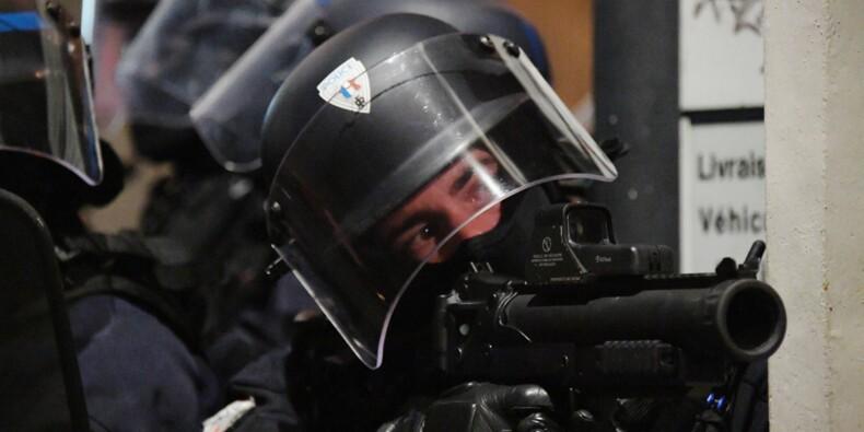 """""""Gilets jaunes"""" gravement blessés: la colère monte et met la police sous pression"""
