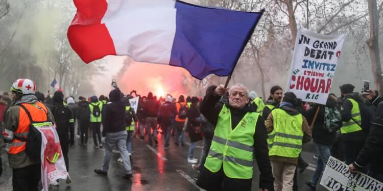 """Les """"gilets jaunes"""" restent mobilisés après le lancement du débat national"""