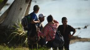 Des centaines de migrants centraméricains franchissent la frontière mexicaine