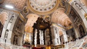 La Basilique Saint-Pierre de Rome se dévoile avec un puissant éclairage
