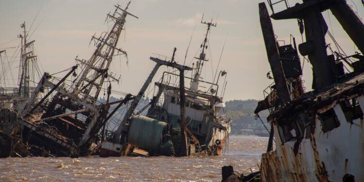 Uruguay: dans le port de Montevideo, un cimetière de bateaux qui dérange