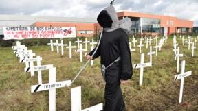 """Les salariés de CKB-TE Connectivity organisent la """"mort symbolique"""" de leur entreprise"""