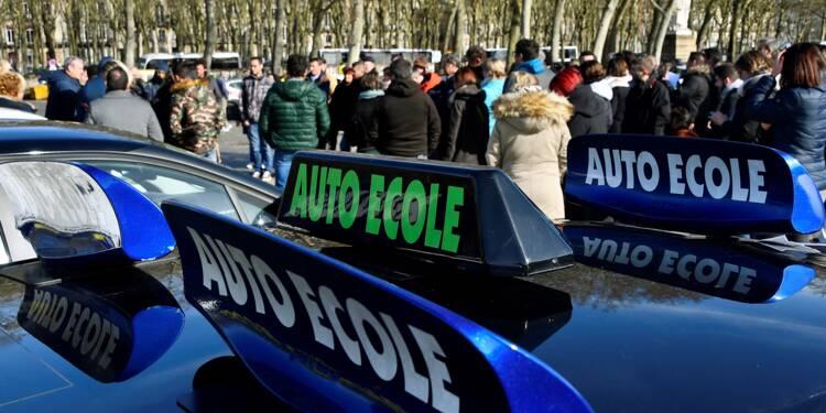 """Opérations escargots des auto-écoles contre """"l'ubérisation"""" du permis"""