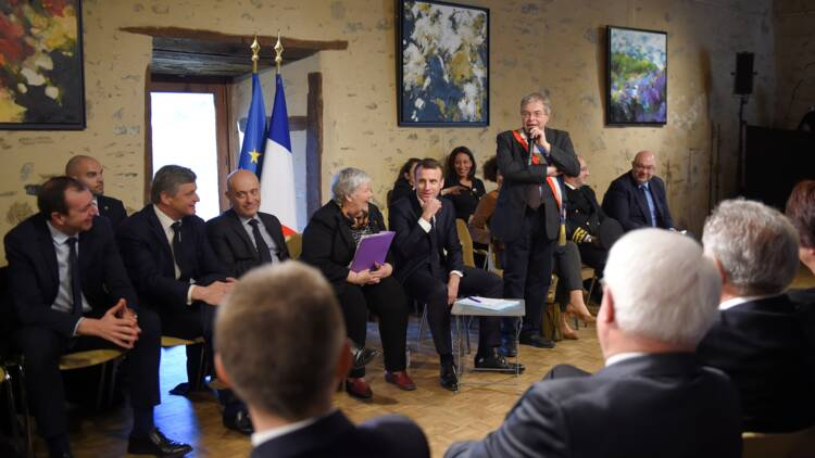 Grand débat acte 7: Macron replonge dans les maux de la France rurale