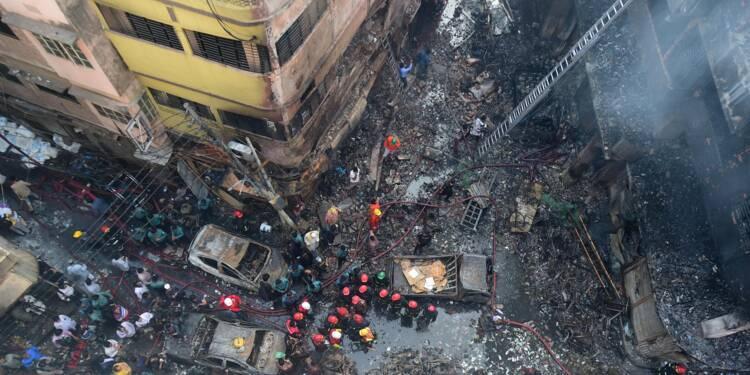 Bangladesh: 70 morts dans un incendie nourri par des produits chimiques