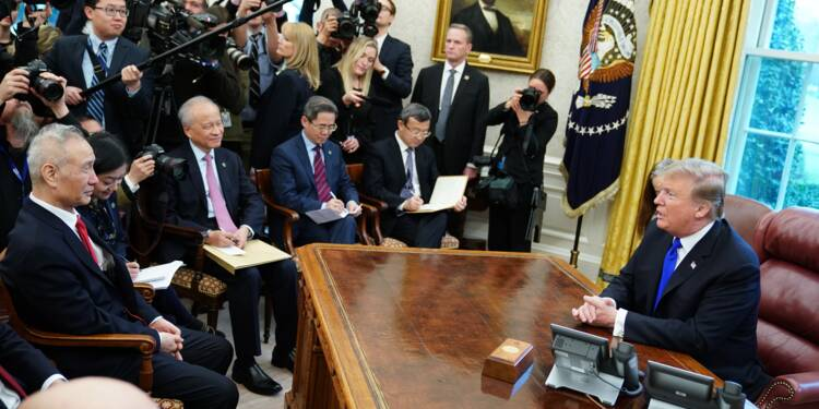"""Commerce: Trump lève son ultimatum après des """"progrès"""" avec Pékin"""
