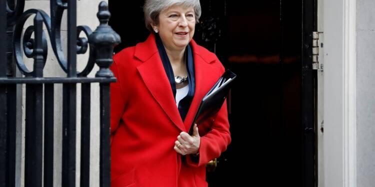 Le Parlement britannique appuie la nouvelle stratégie de May sur le Brexit