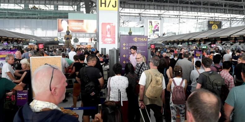 Espace aérien pakistanais fermé: des milliers de touristes bloqués à Bangkok