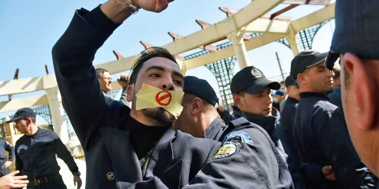 """Algérie: des journalistes interpellés après un sit-in """"contre la censure"""""""