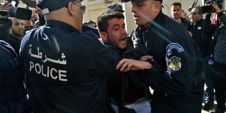 Contestation en Algérie: des milliers de personnes défilent à Alger
