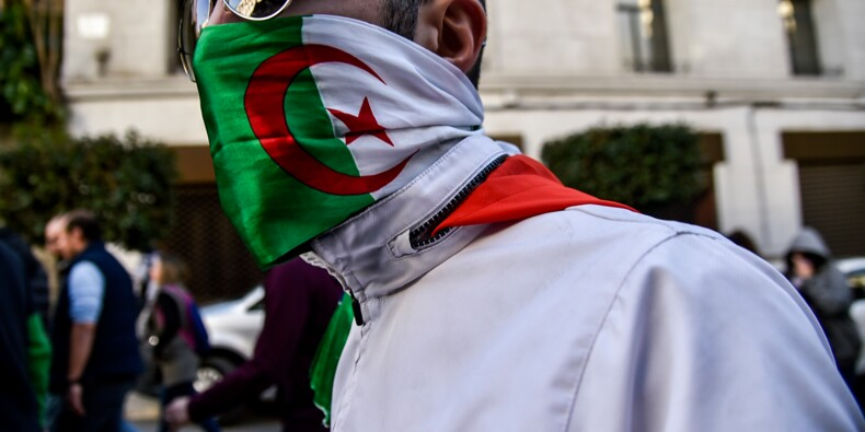 Des dizaines de milliers d'Algériens manifestent contre un 5e mandat de Bouteflika