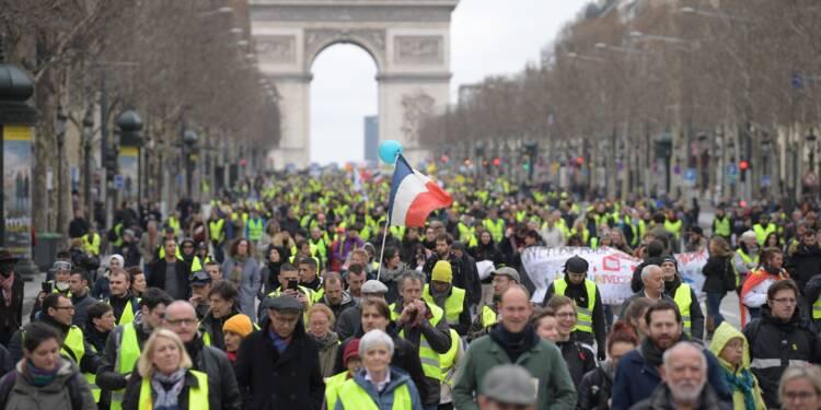 """""""Gilets jaunes"""": mobilisation en repli, avant un mois crucial pour le mouvement"""