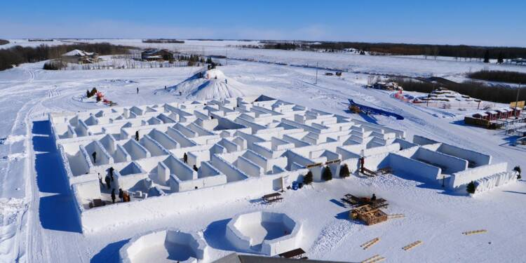 Au Canada, le plus grand labyrinthe de neige du monde attire les touristes