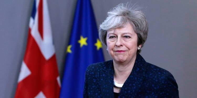 Brexit: May tente de sauver son accord avant un vote crucial mardi