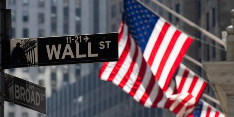 Wall Street finit sans direction, hésitant entre Fed et commerce