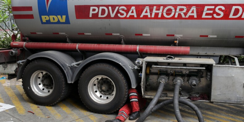 Venezuela: après six jours sans courant, l'or noir en chute libre