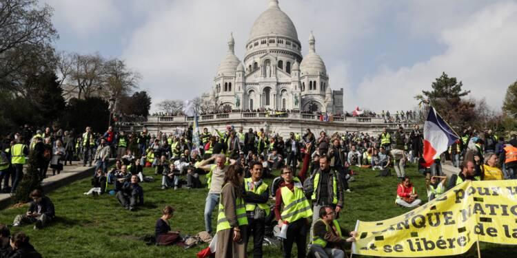 """""""Gilets jaunes"""": mobilisation en hausse en France, tensions en région"""