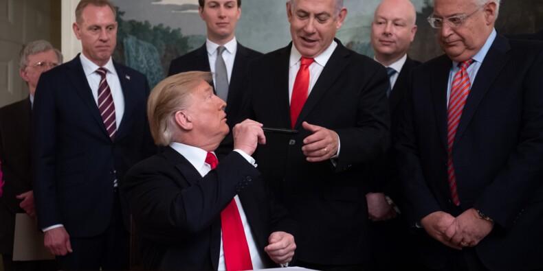 """Trump met en scène sa décision sur le Golan avec son """"ami"""" Netanyahu"""