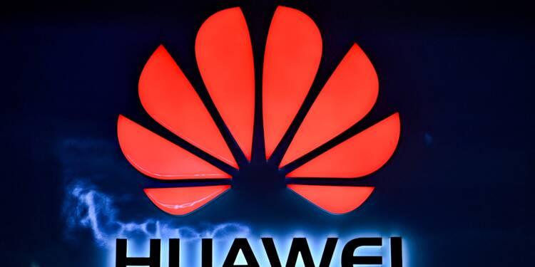 """Huawei: Londres pointe de """"nouveaux risques"""" pour les réseaux de télécommunication"""