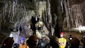 """Des Israéliens dévoilent """"la plus longue grotte de sel du monde"""""""