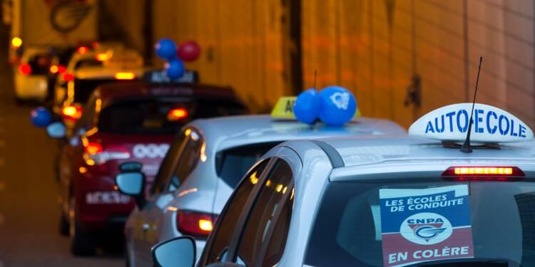 Mobilisation des auto-écoles à Paris contre la réforme du permis