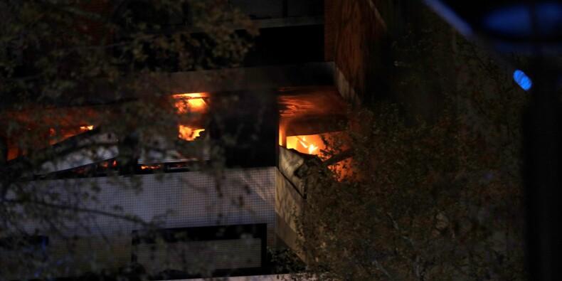 Paris: un violent incendie détruit en partie un immeuble sans faire de victimes
