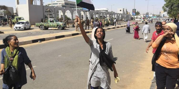 Soudan: les manifestants appellent l'armée à les soutenir