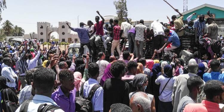 Soudan: tirs de gaz lacrymogènes sur la foule toujours rassemblée à Khartoum