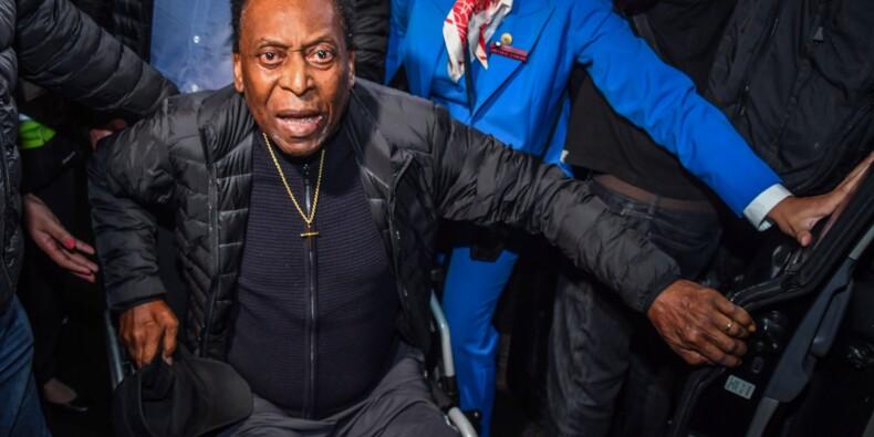 De retour au Brésil, Pelé à l'hôpital pour des examens