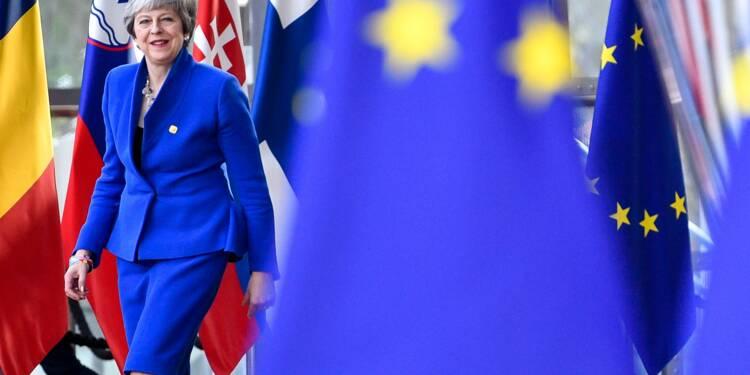 Brexit : l'UE donne un délai de six mois au Royaume-Uni