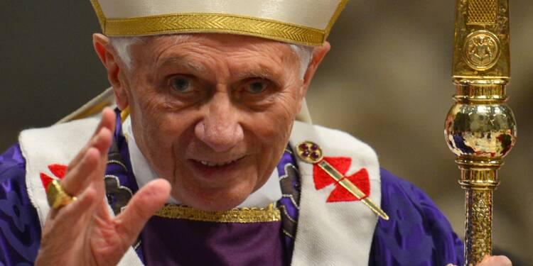 Benoît XVI: les scandales de pédophilie s'expliquent par la révolution des années 60