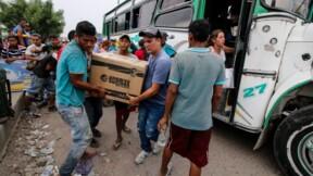 Privés de courant, des Vénézuéliens en quête de lumière en Colombie