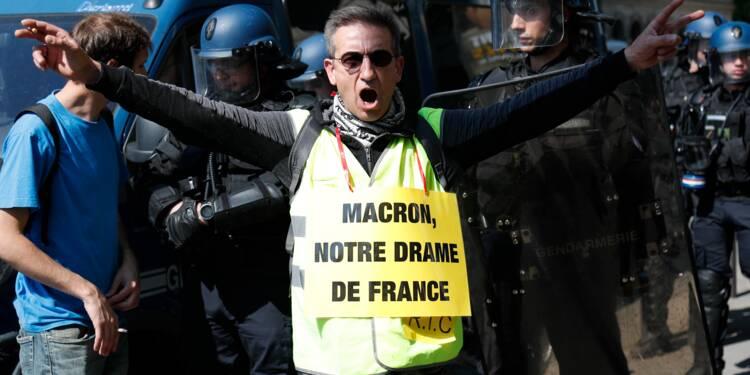 """""""Gilets jaunes"""": premières échauffourées dans le cortège parisien"""
