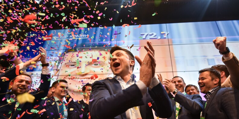 L'Ukraine entre dans une nouvelle ère après le triomphe de Zelensky